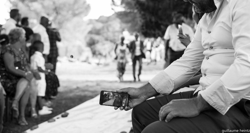 faire appel à un photographe de mariage pour s'assurer la pleine disponibilité des invités